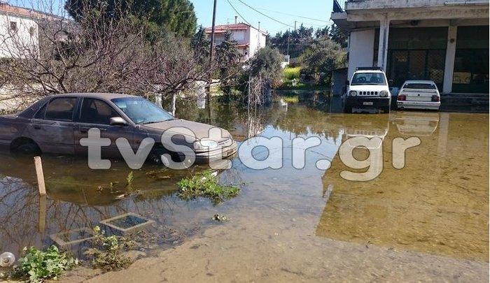 Σε έκτακτη ανάγκη η Χαλκίδα:Οι κάτοικοι εγκαταλείπουν τα σπίτια τους - Φωτό - εικόνα 3