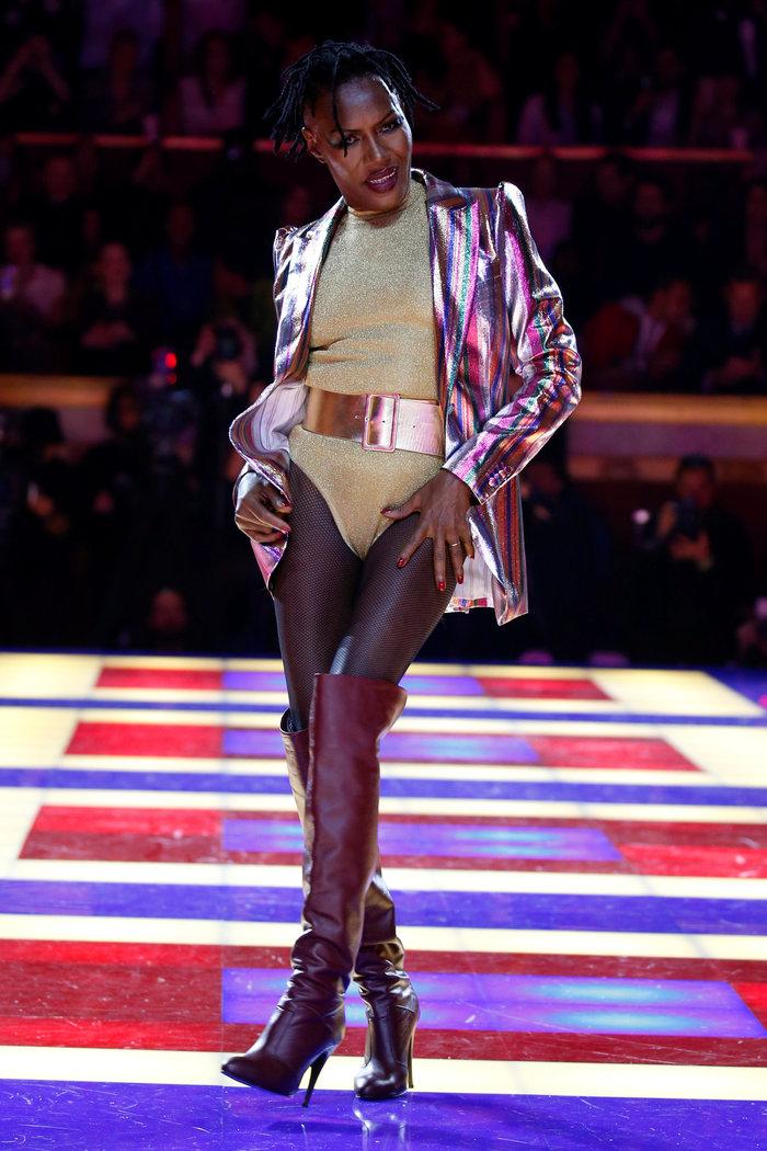 Η Grace Jones είναι μαγική- Κάνει πασαρέλα στα 70 της! - εικόνα 2