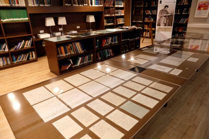 Στο φως 110 χειρόγραφες σημειώσεις του Αλμπερτ Αϊνστάιν (φωτογραφίες) - εικόνα 2