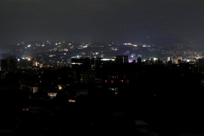 Μπλακ άουτ στο Καράκας: Σαμποτάζ «βλέπει» ο Μαδούρο [Εικόνες] - εικόνα 2