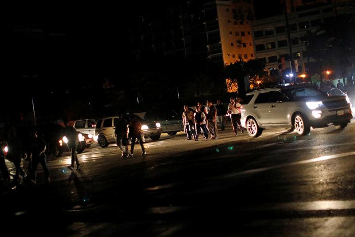 Μπλακ άουτ στο Καράκας: Σαμποτάζ «βλέπει» ο Μαδούρο [Εικόνες] - εικόνα 3