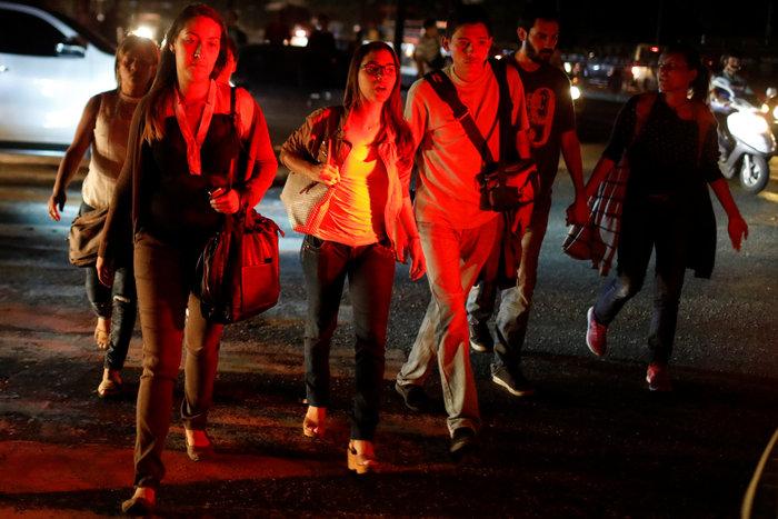 Μπλακ άουτ στο Καράκας: Σαμποτάζ «βλέπει» ο Μαδούρο [Εικόνες] - εικόνα 4