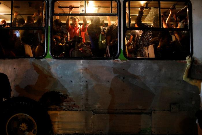Μπλακ άουτ στο Καράκας: Σαμποτάζ «βλέπει» ο Μαδούρο [Εικόνες] - εικόνα 6