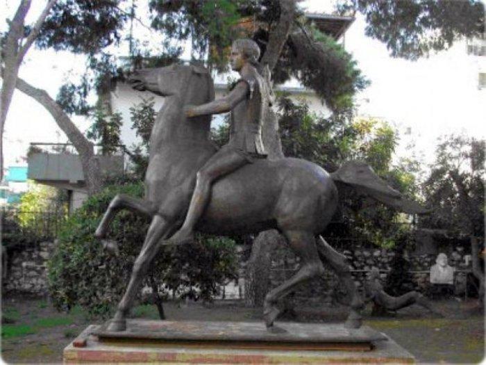 Ένας Μέγας Αλέξανδρος στο κέντρο της Αθήνας