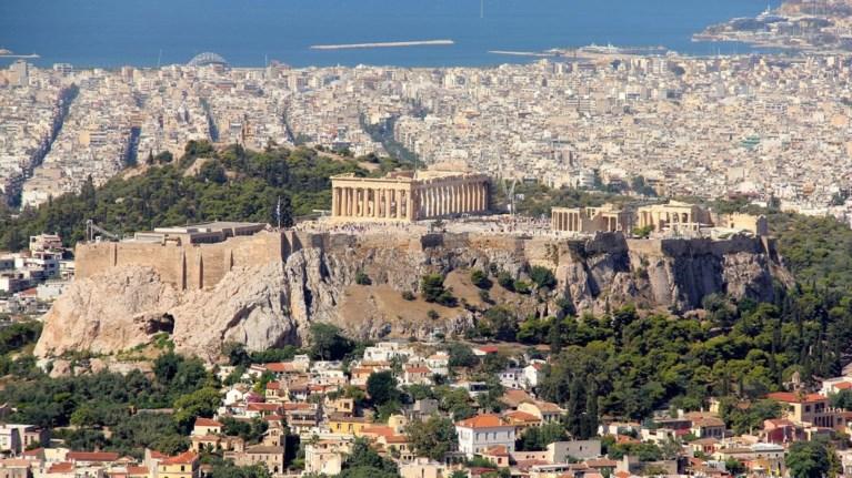 guardian-oi-ellines-kinitopoiountai-gia-ti-thea-stin-akropoli