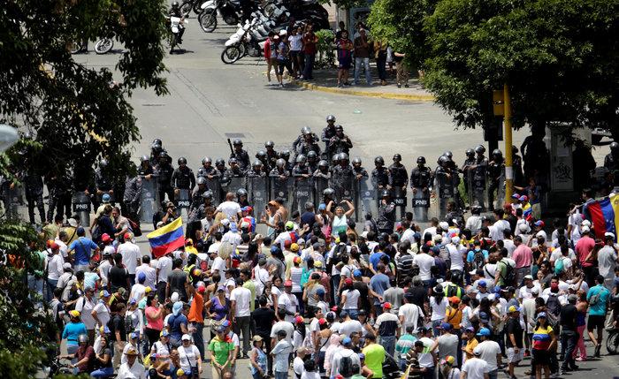 Βενεζουέλα: Στους δρόμους διαδηλωστές κατά... και υπέρ Μαδούρο