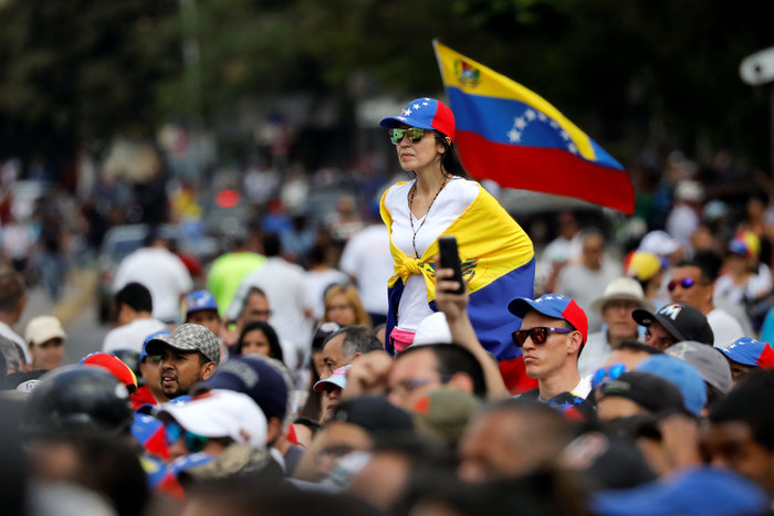 Βενεζουέλα: Στους δρόμους διαδηλωστές κατά... και υπέρ Μαδούρο - εικόνα 2