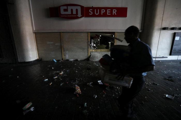 Στο σκοτάδι η Βενεζουέλα: Κατάσταση έκτακτης ανάγκης ζητά ο Γκουαϊδό - εικόνα 2