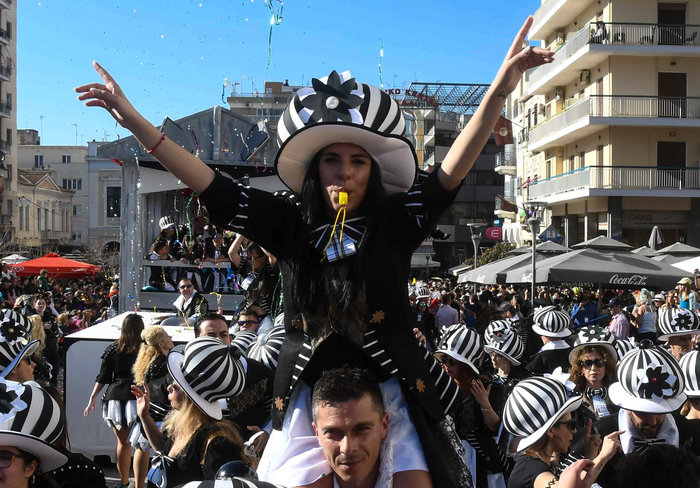 Φαντασμαγορική η τελετή λήξης του Πατρινού Καρναβαλιού - εικόνα 2