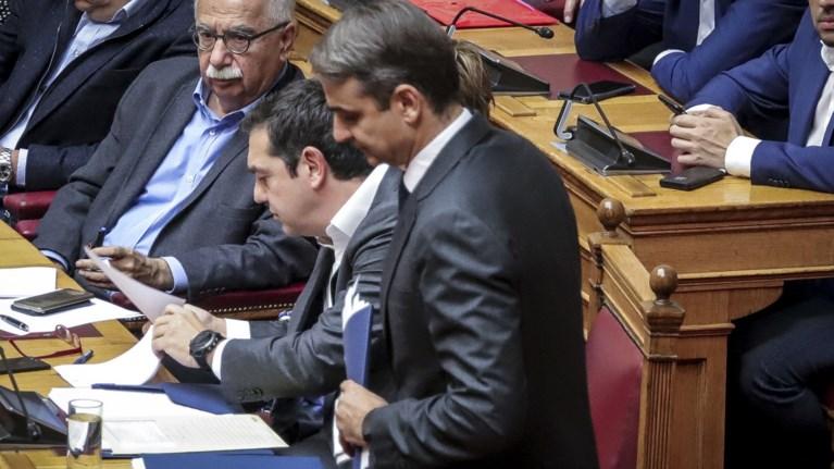 kontra-tsipra---mitsotaki-gia-ti-suntagmatiki-anathewrisi