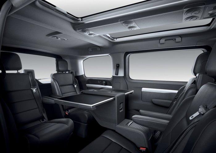 Το Peugeot Traveller LUX είναι ένα Minibus για VIP μετακινήσεις
