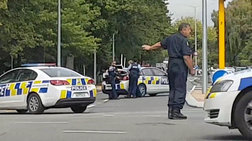 Η στιγμή που οι αστυνομικοί συλλαμβάνουν τον δράστη στη Νέα Ζηλανδία