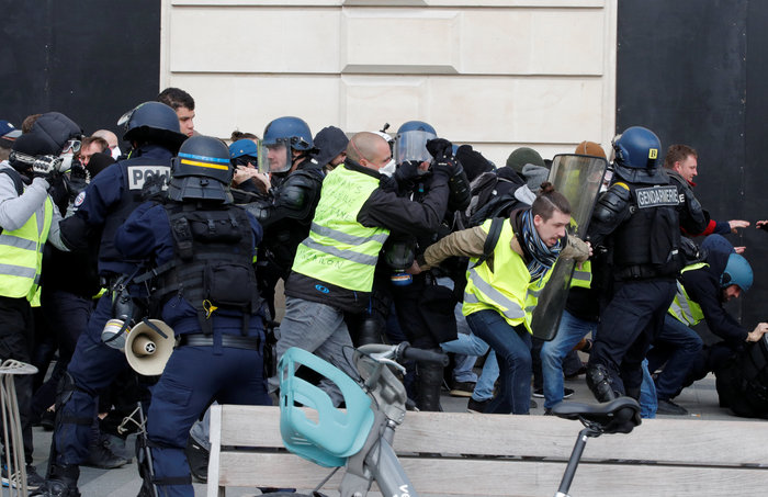 Nέα επεισόδια στο Παρίσι με αστυνομία και «κίτρινα γιλέκα» - εικόνα 5