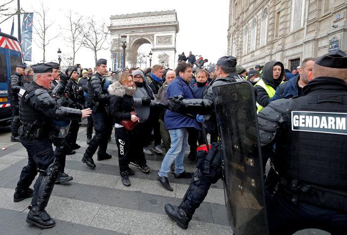 Nέα επεισόδια στο Παρίσι με αστυνομία και «κίτρινα γιλέκα» - εικόνα 7