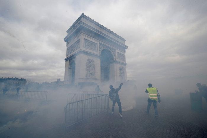 Nέα επεισόδια στο Παρίσι με αστυνομία και «κίτρινα γιλέκα» - εικόνα 8