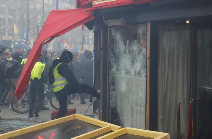 Nέα επεισόδια στο Παρίσι με αστυνομία και «κίτρινα γιλέκα» - εικόνα 9