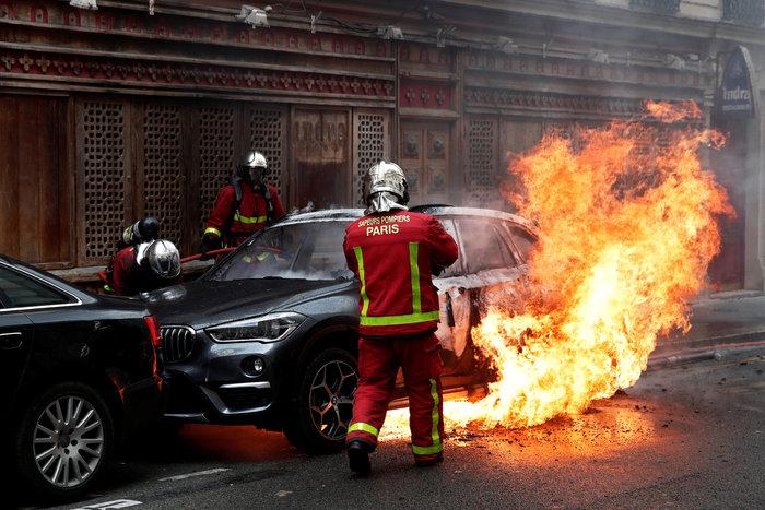 Nέα επεισόδια στο Παρίσι με αστυνομία και «κίτρινα γιλέκα» - εικόνα 12
