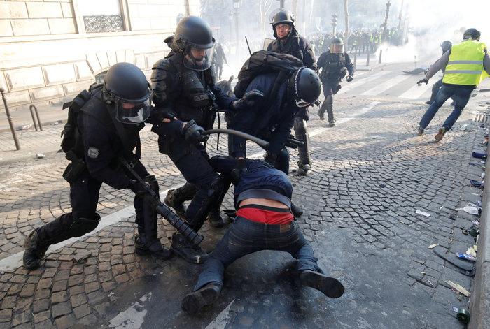 Nέα επεισόδια στο Παρίσι με αστυνομία και «κίτρινα γιλέκα» - εικόνα 2