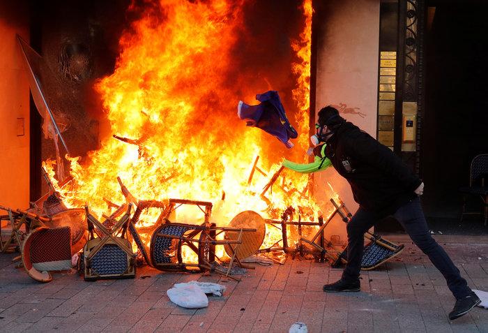 Nέα επεισόδια στο Παρίσι με αστυνομία και «κίτρινα γιλέκα» - εικόνα 3