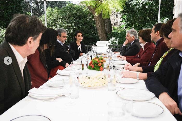 Το τραπέζι του Αλέξη Τσίπρα στους υποψήφιους ευρωβουλευτές στο Μαξίμου