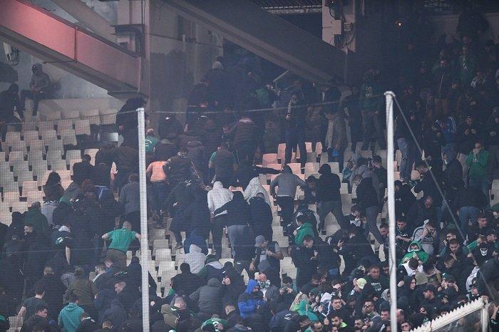 Επεισόδια έξω από το γήπεδο - Χούλιγκαν διέκοψαν το ντέρμπι (φωτό) - εικόνα 2