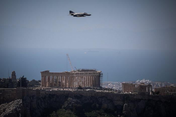 Πτήση μαχητικών πάνω από την Αθήνα ενόψει της παρέλασης της 25ης Μαρτίου - εικόνα 2