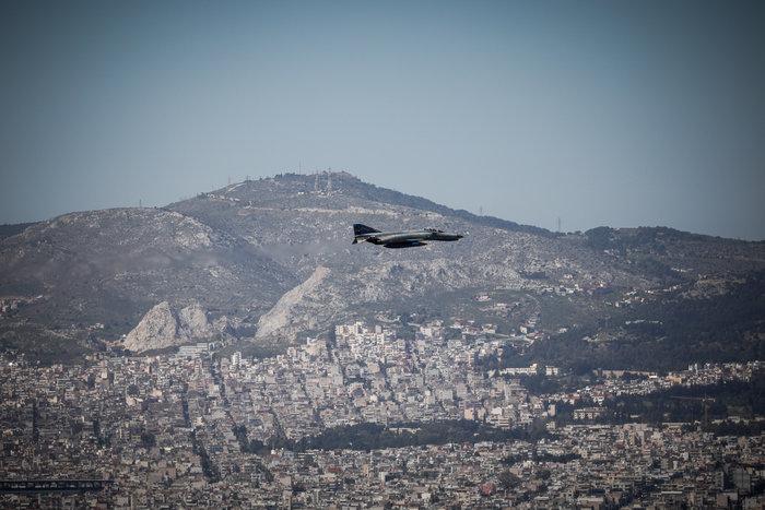 Πτήση μαχητικών πάνω από την Αθήνα ενόψει της παρέλασης της 25ης Μαρτίου - εικόνα 3