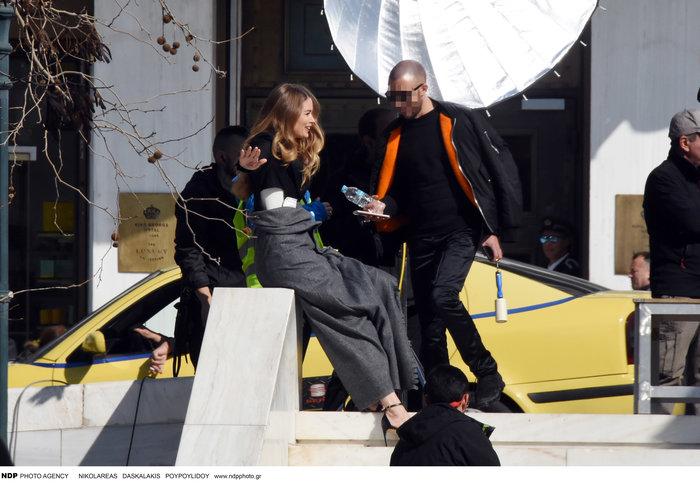 Ντούτσεν Κρος: Ο «άγγελος» της Victoria's Secret ποζάρει στο Σύνταγμα - εικόνα 2