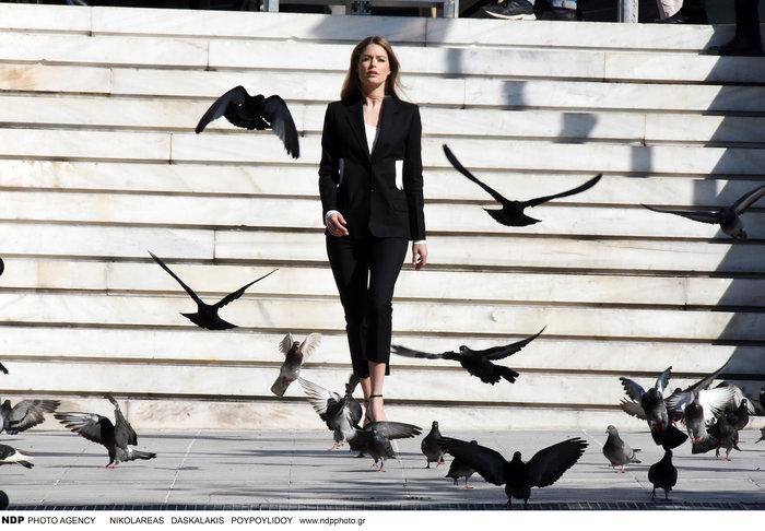 Ντούτσεν Κρος: Ο «άγγελος» της Victoria's Secret ποζάρει στο Σύνταγμα - εικόνα 5