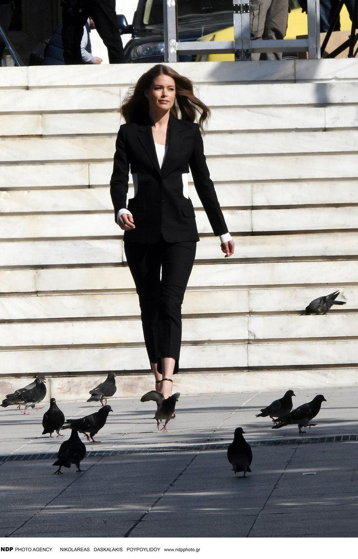 Ντούτσεν Κρος: Ο «άγγελος» της Victoria's Secret ποζάρει στο Σύνταγμα - εικόνα 6