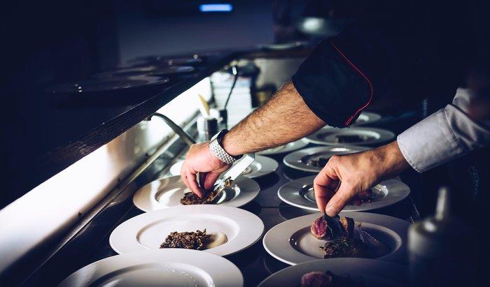 Στην κουζίνα: Οι μεγάλες προσδοκίες, οι καβγάδες και τα βρώμικα μυστικά - εικόνα 3