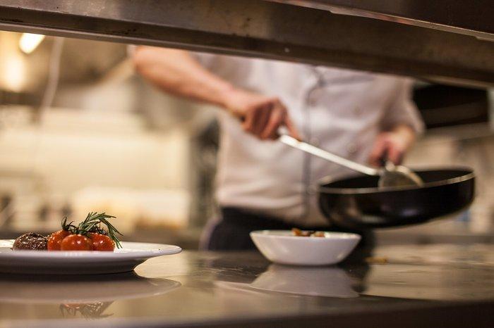 Στην κουζίνα: Οι μεγάλες προσδοκίες, οι καβγάδες και τα βρώμικα μυστικά - εικόνα 2