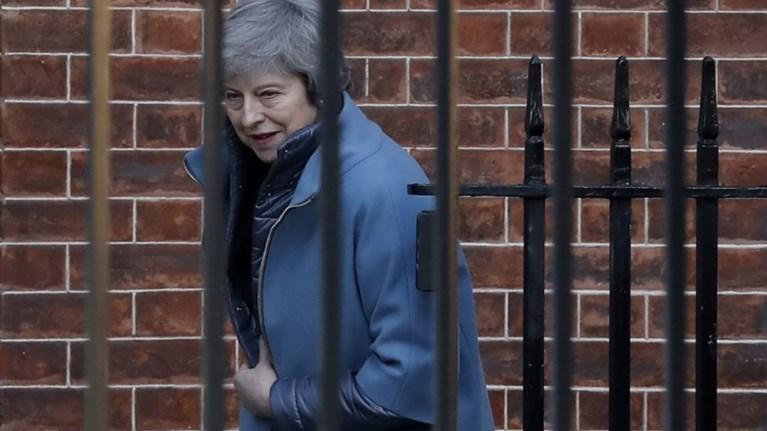 brexit-i-bretaniki-kubernisi-se-sok---sto-xaos-ta-sxedia-tis-mei