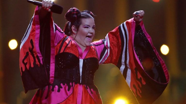 i-persini-nikitria-tis-eurovision-me-magio-sto-fashion-week