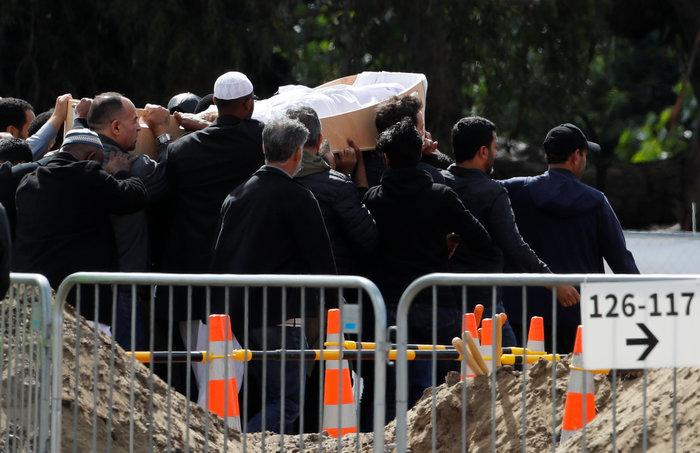 Έγιναν οι δύο πρώτες κηδείες θυμάτων του μακελειού στη Ν. Ζηλανδία (φωτό) - εικόνα 4