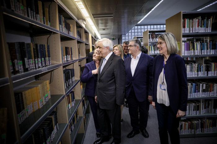 Ο Πρ. Παυλόπουλος εγκαινίασε τη βιβλιοθήκη της Φιλοσοφικής Σχολής του ΕΚΠΑ - εικόνα 9