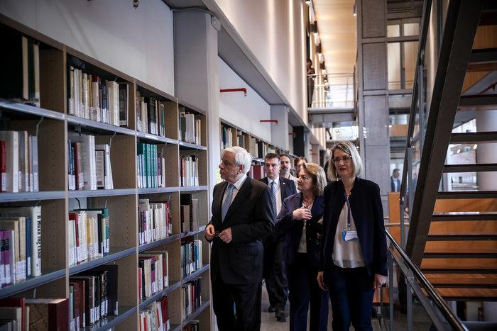 Ο Πρ. Παυλόπουλος εγκαινίασε τη βιβλιοθήκη της Φιλοσοφικής Σχολής του ΕΚΠΑ - εικόνα 12