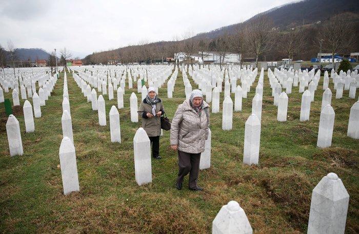 Ισόβια στον Ράντοβαν Κάρατζιτς για τη σφαγή της Σρεμπρένιτσα - εικόνα 2