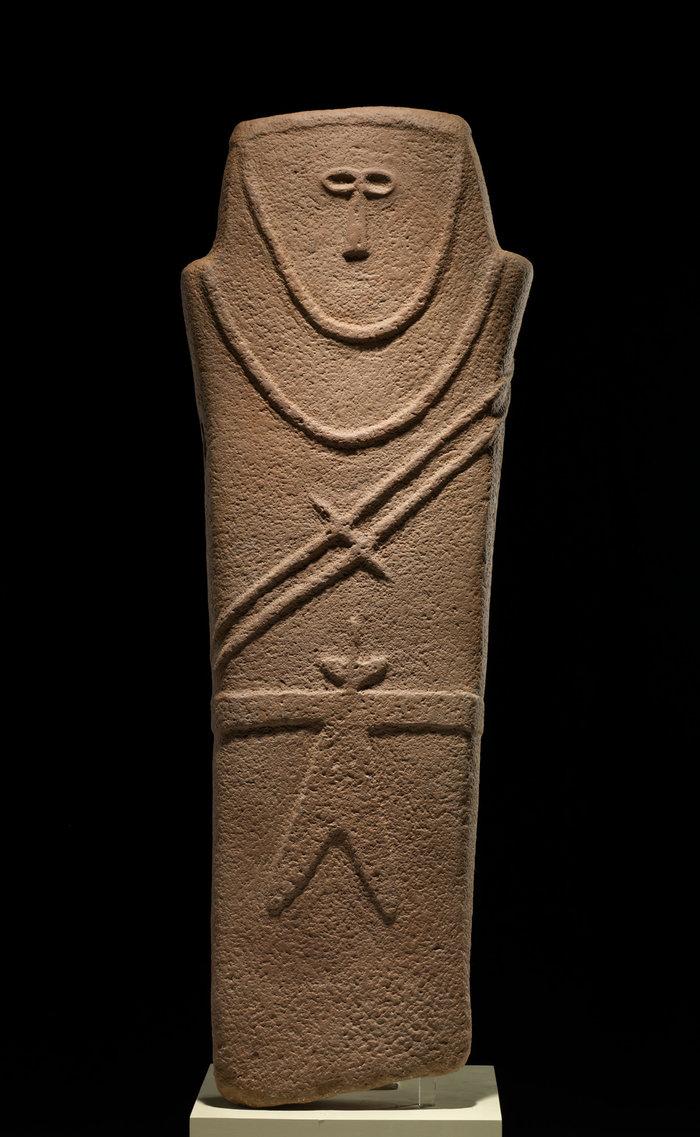 Ανθρωπόμορφη στήλη από την Καριάτ αλ - Καάφα / 4η χιλιετία π. Χ. / Ψαμμίτης / Εθνικό Μουσείο, Ριάντ