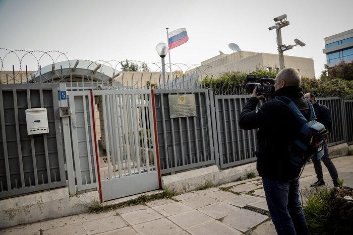 """Επίθεση στο Ρωσικό Προξενείο: Οι κάμερες """"έπιασαν"""" τους δράστες - εικόνα 6"""