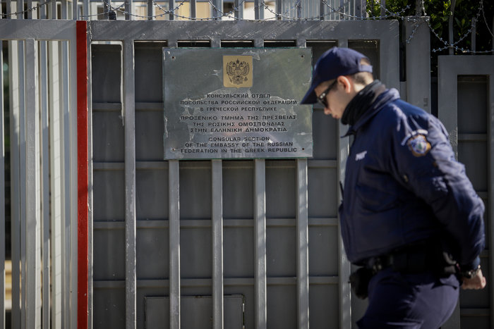 """Επίθεση στο Ρωσικό Προξενείο: Οι κάμερες """"έπιασαν"""" τους δράστες - εικόνα 2"""