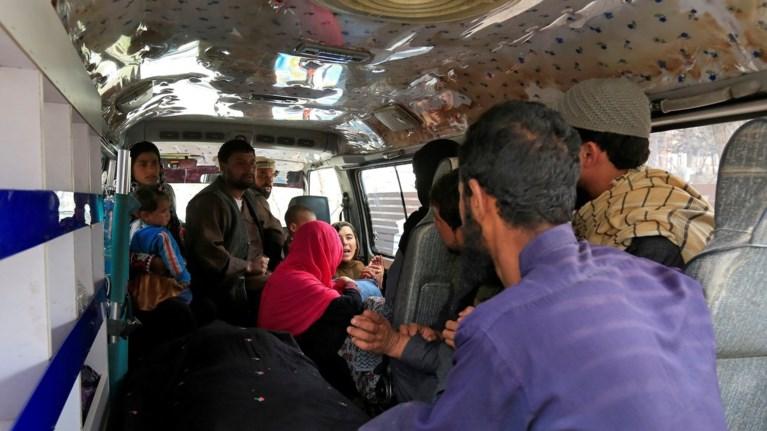 afganistan-duo-ekrikseis-nekroi-kai-dekades-traumaties-se-stadio