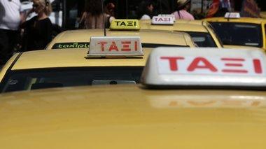 mazikes-sullipseis-odigwn-taksi-gia-peiragmenes-tameiakes