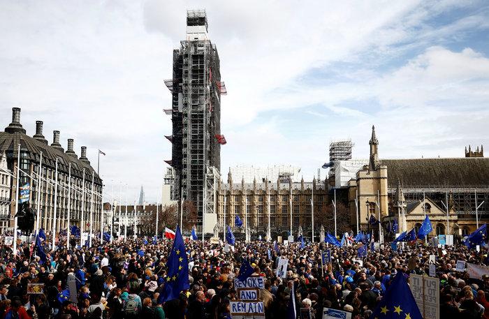 Λονδίνο:Εκατοντάδες χιλιάδες στο δρόμο ζητούν νέο δημοψήφισμα για το Brexit - εικόνα 4
