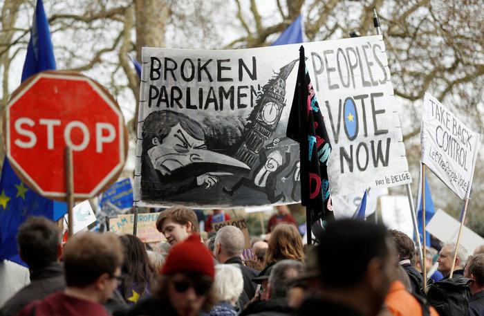 Λονδίνο:Εκατοντάδες χιλιάδες στο δρόμο ζητούν νέο δημοψήφισμα για το Brexit - εικόνα 3