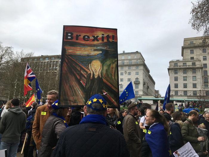 Λονδίνο:Εκατοντάδες χιλιάδες στο δρόμο ζητούν νέο δημοψήφισμα για το Brexit