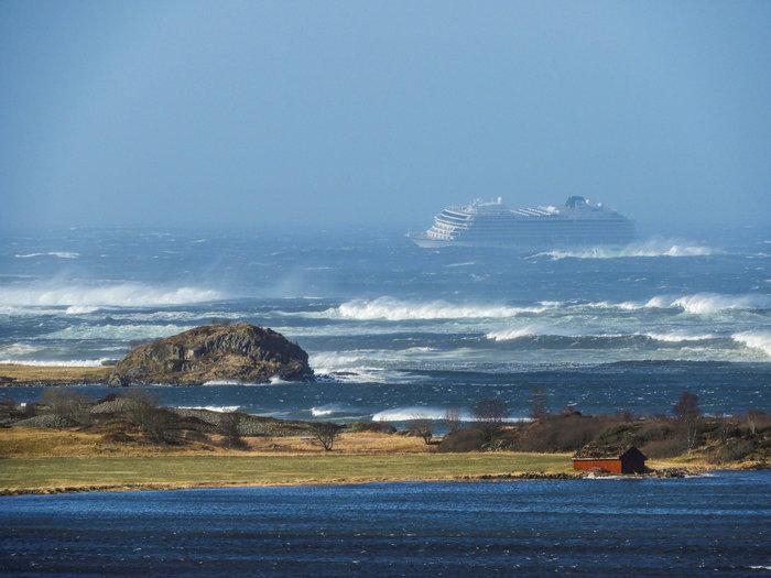 Νορβηγία: Επιβάτες απομακρύνονται με ελικόπτερα από το κρουαζιερόπλοιο
