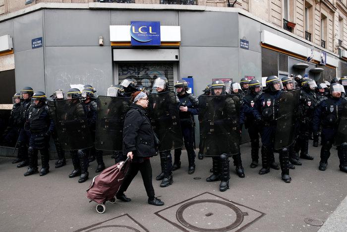 Συγκρούσεις στις διαδηλώσεις των κίτρινων γιλέκων στη Γαλλία - εικόνα 3