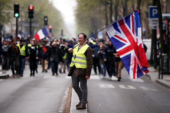 Συγκρούσεις στις διαδηλώσεις των κίτρινων γιλέκων στη Γαλλία - εικόνα 4
