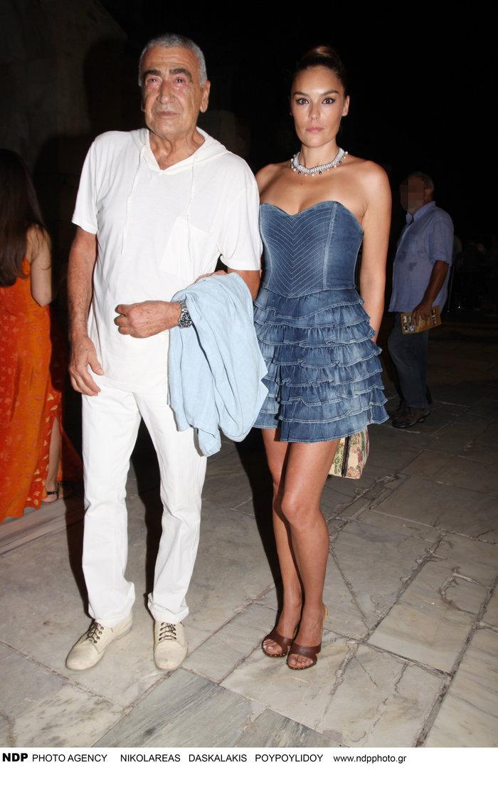 Γιώργος Βογιατζής: Στην πασαρέλα η 30 χρόνια νεότερη καλλονή σύζυγός του - εικόνα 2